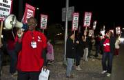 Thumb_20140204_sun_hospital_picket_le6_t378